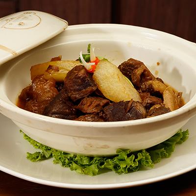 Beef Brisket with Radish in Claypot