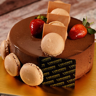 Royaltine Chocolate Macarone